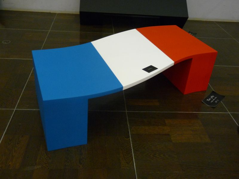 tablebasseparisbleublancrouge1.jpg